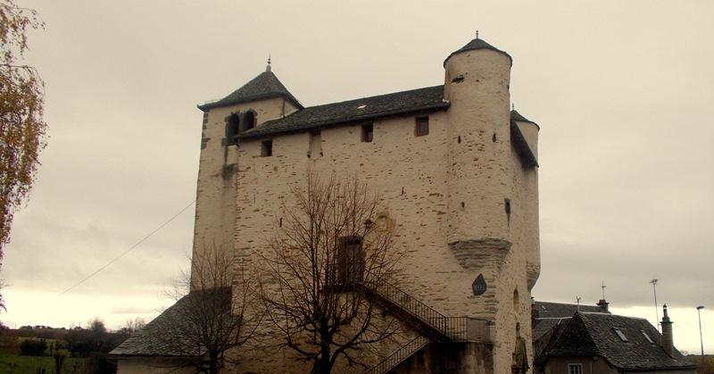 Anglars , église fortifiée
