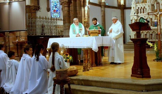 Messe d'action de grâce pour le départ des prêtres.