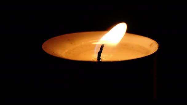 Un lumignon dans la nuit de Pâques
