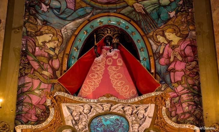 ART-2-Basilique_Notre-Dame_la_Daurade_Vierge_Noire_en_robe_rouge-David-Duneau