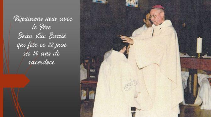 Unis par la prière avec le Père Jean-Luc Barrié.